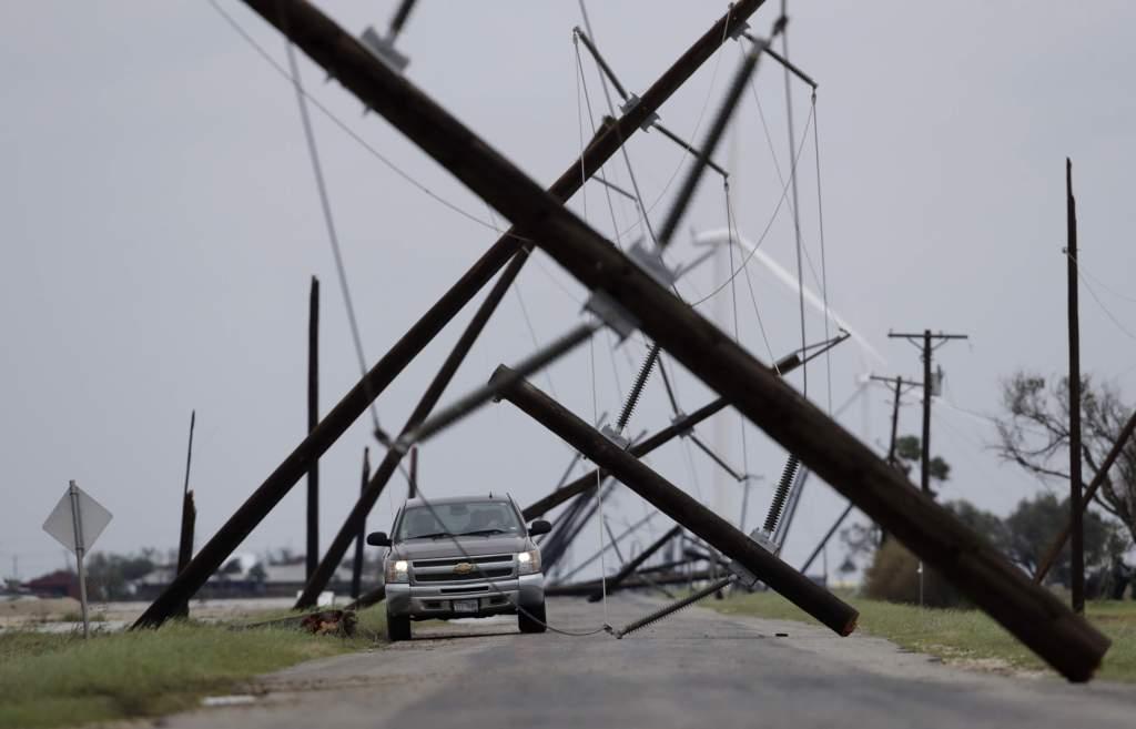 """Жуткие кадры грандиозного урагана """"Харви"""" в США"""