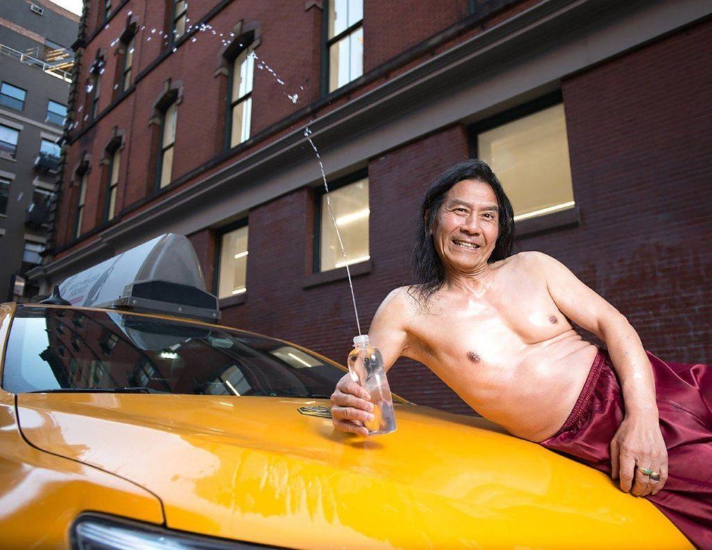 ответ гламуру, сексизму и расизму: таксисты Нью-Йорка представили свой календарь 2018